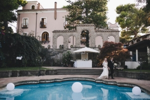 Wedding in Italy at the pool